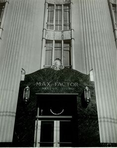 Historic Photograph of Entrance To The Max Factor Salon On Highland Ave. In Hollywood Hollywood Sign, Hollywood Icons, Hollywood Walk Of Fame, Vintage Hollywood, Classic Hollywood, Max Factor, Places In California, Southern California, Stars D'hollywood