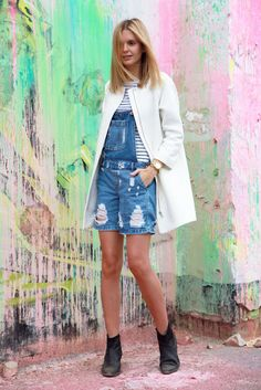 Tuula Vintage | Raw. Fashion blog. Fashion blogger. Vintage overall. Outfit inspiration. Outfit ideas. Wearing overalls. How to wear overalls. White blazer. White coat. Distressed overalls. Stripes and overalls.