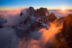 Le célèbre photographe Yann Arthus-Bertrand, auteur de La Terre vue du ciel, un succès planétaire, nous dévoile son dernier projet : la Suisse vue du ciel.Depuis son hélicoptère, le photographe se dit