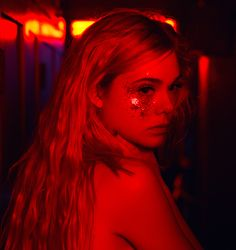 red, Elle Fanning, and aesthetic Bild