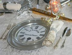 A new year's eve dinner...clever idea of printing out clock faces and placing under clear glass plate over charger...idea can be used all year long!