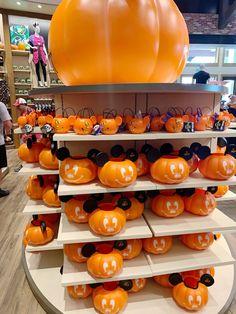 Halloween Season, Spooky Halloween, Vintage Halloween, Halloween Shops, Halloween Cocktails, Halloween Halloween, Halloween Time At Disneyland, Disney World Halloween, Halloween Decorations Apartment