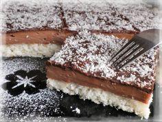 8 bílků, 230g moučkového cukru, 230g strouhaného kokosu, 100g hladké mouky, 1/2 prášku do pečiva, špetka soli.Bílky ušlehat s cukrem a špetkou soli dotuha, pak opatrně vmíchat kokos... Sweet Desserts, Sweet Recipes, Something Sweet, Graham Crackers, Christmas Cookies, Love Food, Nutella, Cheesecake, Food And Drink