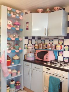 Cupcake / doll house kitchen Cupcake Cookie Jar, Cupcake Dolls, Kitchen Themes, Kitchen Tools, Kitchen Decor, Hello Kitty House, Pastel Kitchen, Vintage Cupcake, Cupcake Shops