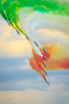 Flying the Flag by robertkelly_ Independence Day India Images, Independence Day Background, Independence Day Wallpaper, Independence Day Wishes, Indian Flag Wallpaper, Indian Army Wallpapers, National Flag India, Indian Flag Photos, Blur Background Photography