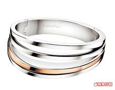 breathe系列手環以精鋼與PVD玫瑰金雙色設計展現時尚味。 6300元