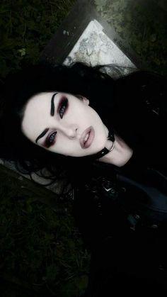 Gothic Beautiful Girl Baph O Witch Makeup Fx, Witch Makeup, Dark Makeup, Makeup Inspo, Makeup Inspiration, Dark Angel Makeup, Evil Makeup, Makeup Ideas, Makeup Tips