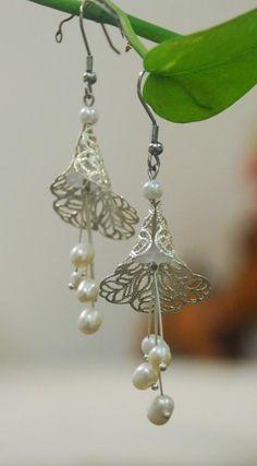 trumpet flower earrings-white