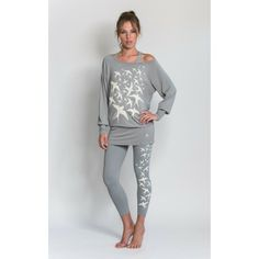 Stylish long-sleeve sports top with swallow-flock statement print in grey stone worn with swallow-flock leggings and cross-over sportsbra in grey stone Big Girl Fashion, Curvy Fashion, Plus Size Fashion, Simply Fashion, Womens Fashion, Really Cute Outfits, Beautiful Outfits, 50 Y Fabuloso, Plus Sise