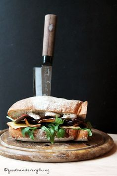 sandwich with grilled figs & crispy tofu bacon