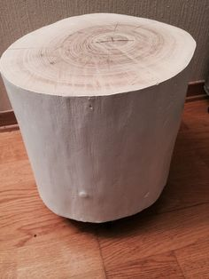 DIY: Decorate table of stump