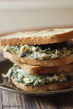 Spinach Artichoke Patty Melt is the best combination. A burger and the spinach artichoke dip right on top! Patty Melt Recipe, Creamy Spinach, Wrap Sandwiches, Vegan Sandwiches, Sandwich Recipes, Sandwich Ideas, Savoury Dishes, Soup And Salad, Bruschetta
