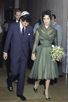 In May 1959, when Elizabeth Taylor married her fourth husband, singer Eddie Fisher - who left his wife Debbie Reynolds to marry Taylor – she wore a short, hooded, forest green dress with matching shoes and a bouquet made up of orchids and baby's breath. Taylor's third husband, producer Mike Todd – with whom she had a daughter, Liza – had died in a plane crash in March 1958.