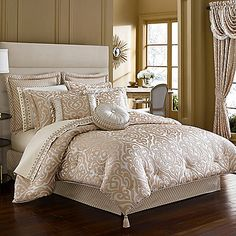 The Bellagio comforter is a modern classic, featuring a design inspired by antique jewelry in rose gold and ivory. This opulent look is achieved with a Moroccan-inspired pattern rounded out by fashionable tassel details on the corners.