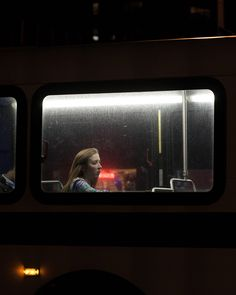 """""""Last Night At The Bus Stop"""" Les portraits de passagers de bus par Travis Huggett Cinematic Photography, Documentary Photography, Night Photography, Street Photography, Portrait Photography, Photography Basics, Scenic Photography, Dark Photography, Aerial Photography"""