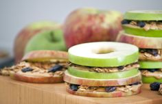 Apples with peanut butter — it's a classic! Go mini for the perfect snack, plus homemade honey granola for some added flavor and crunch. Lunch Box Bento, Lunch Snacks, Lunch Boxes, Apple And Peanut Butter, Peanut Butter Sandwich, Diy Snacks, Healthy Snacks For Kids, Healthy Lunches, Healthy Breakfasts