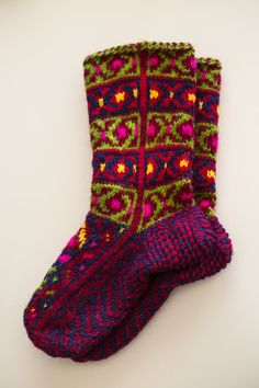 Dzhurabi – Caucasus Mountain Knits Crochet Socks, Knitting Socks, Hand Knitting, Knit Crochet, Knit Socks, Lots Of Socks, Knit Stockings, Warm Fuzzies, Fair Isle Knitting