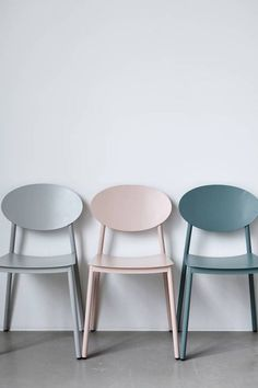 Awesome Walker dining chair in dusty pink from House Doctor. Combine this chair with your favorite House Doctor furniture. House Doctor, Interior Pastel, Interior Paint, Home Interior, Scandi Living, Modern Living, Painted Furniture, Furniture Design, Furniture Chairs