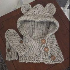 buyer photo jennifer mengo who Knitted Hats Kids, Baby Hats Knitting, Crochet Hooded Scarf, Crochet Scarves, Hooded Cowl, Crochet Baby, Knit Crochet, Knitting Patterns, Crochet Patterns