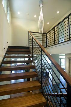Metal Stair Railing Design Ideas, Pictures, Remodel and Decor Indoor Railing, Modern Stair Railing, Stair Railing Design, Iron Stair Railing, Metal Stairs, Modern Staircase, Wood Railing, Metal Railings, Railing Ideas