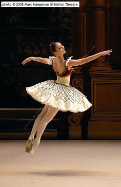 Bolshoi Ballet - Grand Pas Classique from Paquita