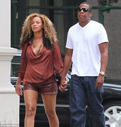 Beyonce and Jay z in NY with baby bump walking through NYC no less.