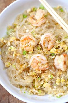Stir Fried Glass Noodles with Shrimp - Pickled Plum Food And Drinks - - Only 15 minutes to make from start to finish for a big bowl of light and tasty stir fried glass noodles with shrimp. Stir Fry Glass Noodles, Korean Glass Noodles, Glass Noodle Salad, Asian Recipes, Healthy Recipes, Ethnic Recipes, Asian Foods, Healthy Food, Sauce Gnocchi