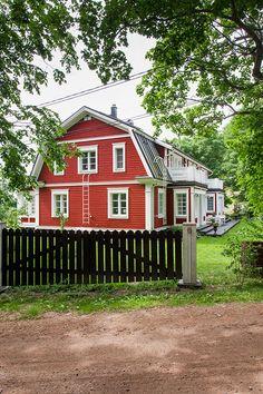 Finland KANNUSTALO - Suomen kauneimpia Koteja Bitte nicht böse sein, finnisches Haus unter Schwedenhäuser zu pinnen! Aber ich liebe Mansarddächer, ob schwedisch oder finnisch