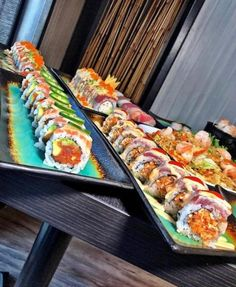 Fantastic Sushi rollsFrom here Sushi Burger, My Sushi, Sushi Time, Best Sushi, Sushi Art, Meat Recipes, Seafood Recipes, Asian Recipes, Dinner Recipes