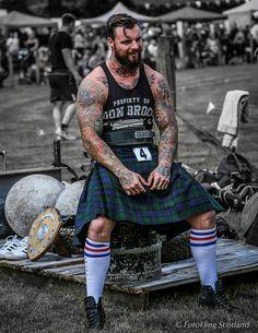 Scottish Guys in Kilt, Muscular Tattooed Arms, Beard Hairy Men, Bearded Men, Scottish Highland Games, Kilt Skirt, Scottish Kilts, Scottish Dress, Men In Kilts, Beard Tattoo, Tattoo Neck