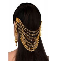 bridal jewelry for the radiant bride Indian Jewelry Earrings, Indian Jewelry Sets, Jewelry Design Earrings, Gold Earrings Designs, Indian Wedding Jewelry, Hair Jewelry, Bridal Jewelry, Fashion Jewelry, Gold Jewelry