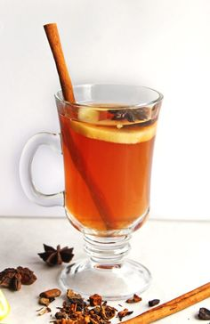 Warm up with a delicious apple cider hot toddy! This hot apple toddy is a warm and cozy whiskey cocktail for those cool nights. Hot Apple Cider Cocktail, Apple Cider Hot Toddy, Apple Cider Uses, Whisky Cocktail, Spiked Apple Cider, Apple Cider Sangria, Hard Apple Cider, Homemade Apple Cider, Cider Cocktails