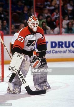 goalie-ron-hextall-of-the-philadelphia-flyers-defends-the-net-during-picture-id147492801 (423×612)