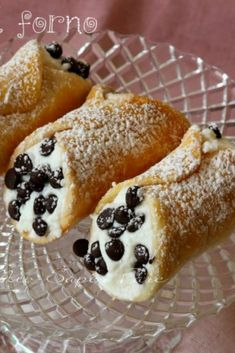 Sicilian baked cannoli with ricotta are irresistible crumbly, crunchy, mild and non-greasy desserts. They're candy delights, straightforward to make and stuffed with a creamy compound with ricotta and chocolate chips or stuffed as we Yellow Desserts, Mini Desserts, Italian Pastries, Italian Desserts, Baking Recipes, Dessert Recipes, Italian Lunch, Italy Food, Recipes