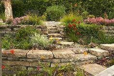 Broken concrete you can use as a walkway in front of your house or behind your house or also as a driveway. In addition, broken concrete can also be used as your garden wall to create a mound of soil for plants and gardens in your yard. Garden Retaining Wall, Concrete Retaining Walls, Stone Retaining Wall, Concrete Walkway, Concrete Steps, Sloped Garden, Concrete Garden, Concrete Walls, Concrete Projects