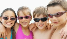 Niños con gafas de sol