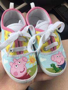 Made to order, give me a shoe size and I will paint it! Peppa Pig Birthday Outfit, Pig Birthday Cakes, Birthday Gifts, 3rd Birthday, Peppa Pig Halloween Costume, Pig Costumes, Halloween Shoes, Pepper Pig Party Ideas, Peppa Pig Painting