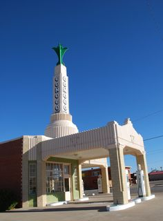 Conoco Station in Shamrock Texas  http://route66jp.info Route 66 blog ; http://2441.blog54.fc2.com https://www.facebook.com/groups/529713950495809/