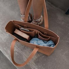 Want a durable and versatile carry-all? H+B's leather tote bag will get the job done with a traditional look and handmade craftsmanship. Our leather tote bag is Leather Bags Handmade, Handmade Bags, Purses And Handbags, Leather Handbags, Cheap Handbags, Luxury Handbags, Popular Handbags, Cheap Purses, Small Purses