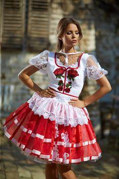 Mint a Mátka Kollekció 2017 - Bélavári Zita Couture Frilly Dresses, Lovely Dresses, Satin Dresses, Flower Girl Dresses, Festival Outfits, Traditional Dresses, Dream Dress, Couture, Wedding Dresses