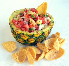 Pineapple Jalapeno Salsa 1 part Red Bell Pepper 1 part Vidalia Sweet Onion 1 part fresh Pineapple 2 parts Tomatoes part Jalapeños part Not Your Grandmothers Herbes de Provence Juice of 2 small limes (or one big one) part fresh chopped Cilantro Jalapeno Salsa, I Love Food, Good Food, Yummy Food, Antipasto, Appetizer Recipes, Appetizers, Dips, Healthy Snacks
