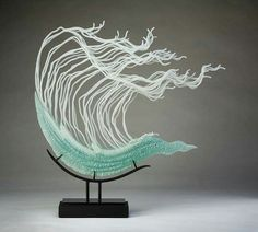 These stunning, free flowing glass sculptures are the unique creations of K. William LeQuier, who has been developing his practice for more than 40 years. Glass Art Design, Peacock Painting, Glass Ceramic, Fused Glass, Amazing Art, Awesome, Decoration, Sculpture Art, Creations