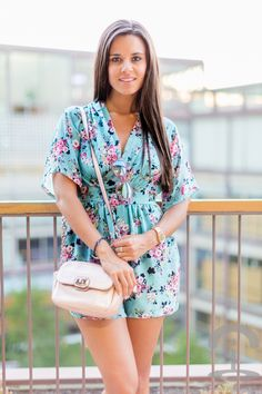 Mono flores floral playsuit TFNC London Crimenes de la Moda
