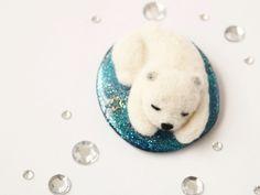Handmade by Caranfee  #白くま #シロクマ #羊毛フェルト #ブローチ  #needlefelting #brooch