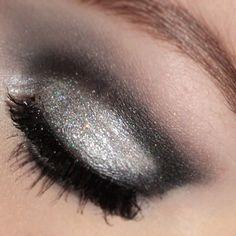 silver&black glittery cut crease look