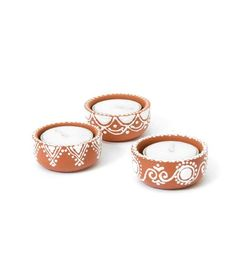 Painted Plant Pots, Painted Flower Pots, Ceramic Flower Pots, Diwali Decoration Items, Diwali Decorations At Home, Creation Bougie, Diwali Gift Hampers, Diwali Candles, Pots D'argile
