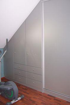 Placard sous pente Bedroom Wardrobe, Built In Wardrobe, Upstairs Bedroom, Bedroom Wall, Plafond Design, Attic Rooms, Walk In Closet, Bedroom Storage, Dressing Room