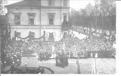 Zacharias Topelius patsas/sculpture in Vaasa, in Kirkkopuistikko, Finland. This picture in Vaasa-lehti/newspaper in 15 May 1915. ---- Vaasa, Finland