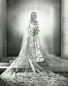 Princess Elizabeth (future Queen Elizabeth II) on her wedding day, November 1947 Royal Wedding Gowns, Royal Weddings, Wedding Dresses, Bridal Gowns, Isabel Ii, Her Majesty The Queen, Royal Brides, English Royalty, Queen Of England