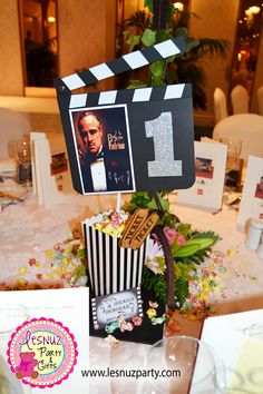 Mesero de la mesa del padrino temática cine clásico - Best Man table Old Hollywood movie themed decoration